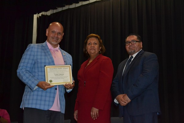 Principal Arroyo accepted award for Larry Arana, 12th grade.